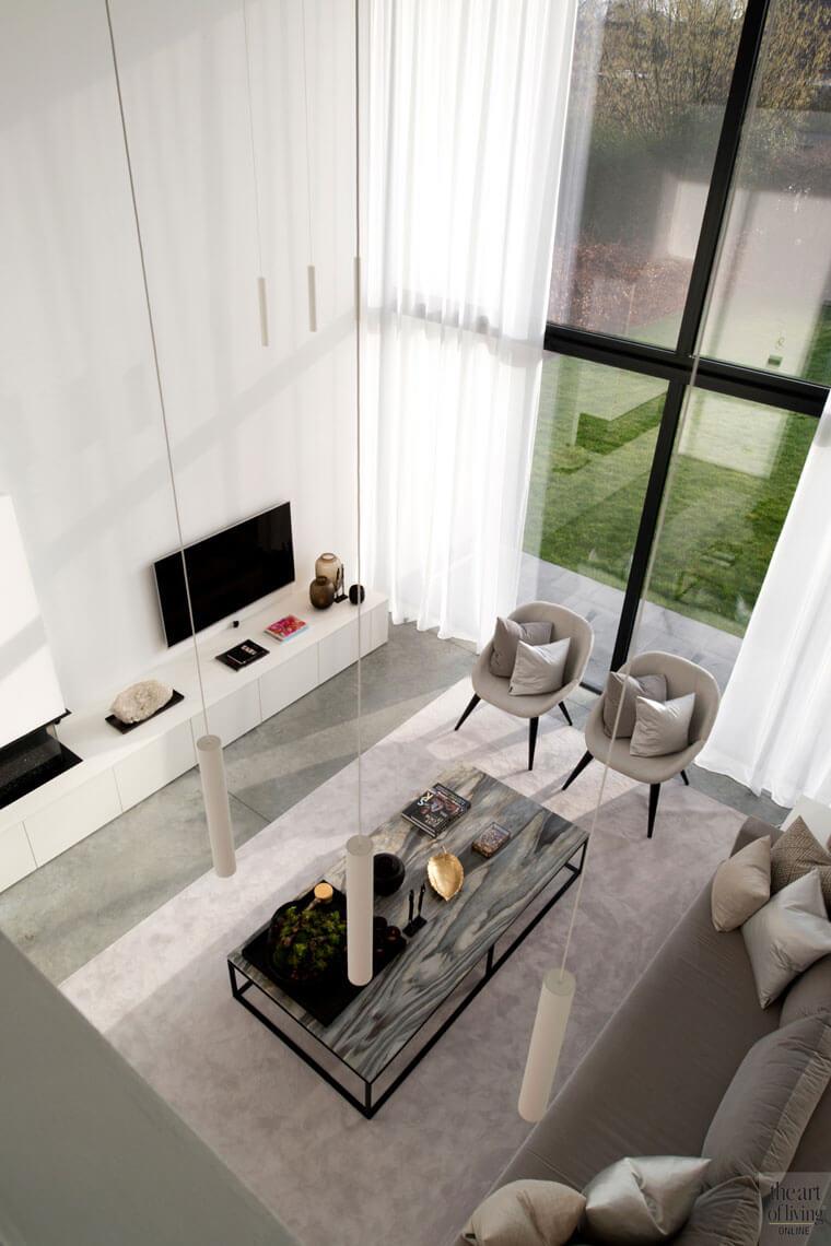 woonkamer met vide hoog raam