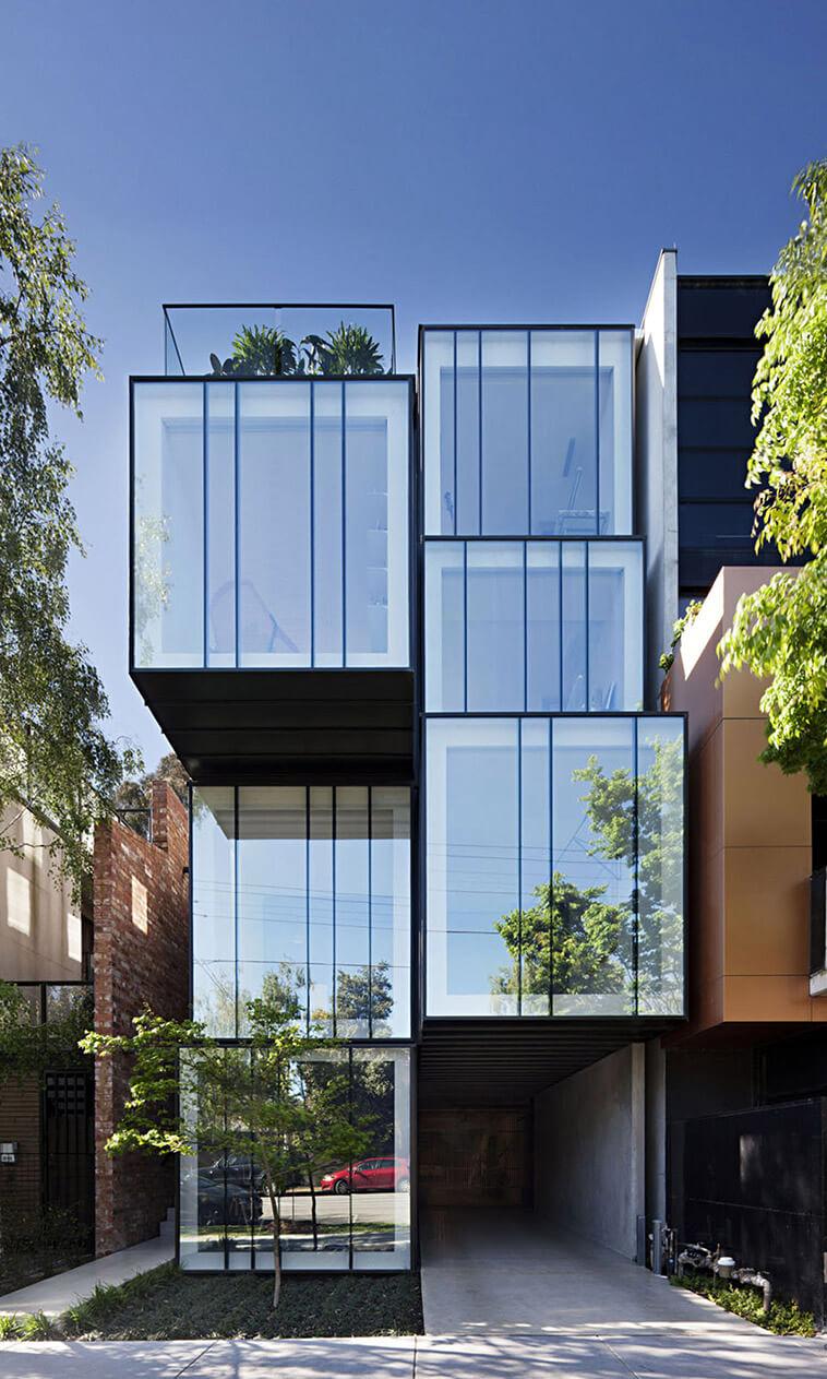 rijhuis facade van glas